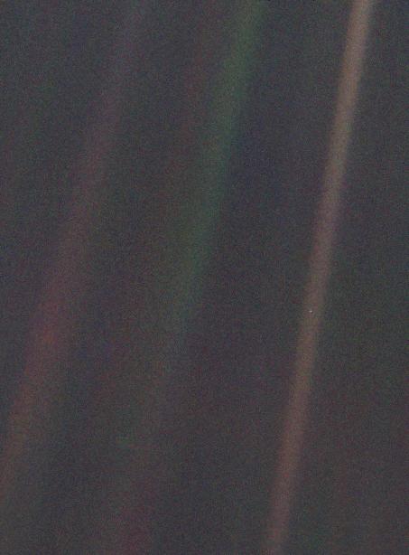 Первый снимок земли с окраины Солнечной системы 1990г. голубое пятнышко