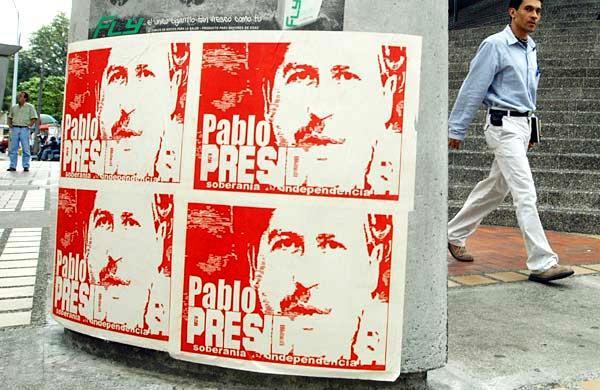 Агитационные плакаты президентской кампании Эскобара.