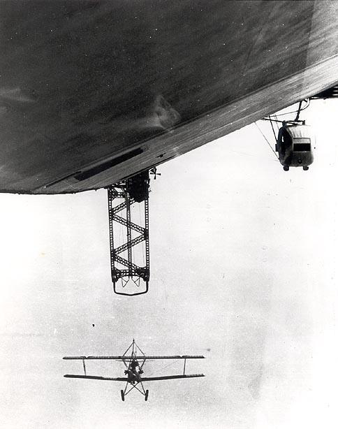 Los Angeles (ZR-3) LZ 126 дирижабль с самолётом