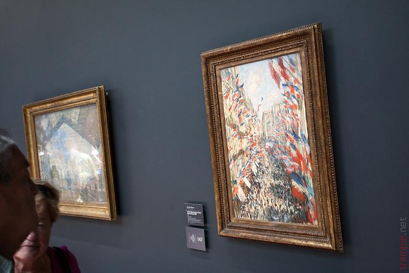 Музей Орсе Musée d'Orsay Улица Сен Дени в день национального праздника