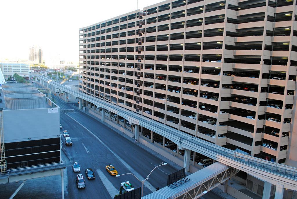Парковка в центре Лас-Вегаса