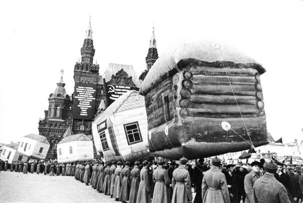 Парад надувных домов на Красной площади. 1931 г. Москва